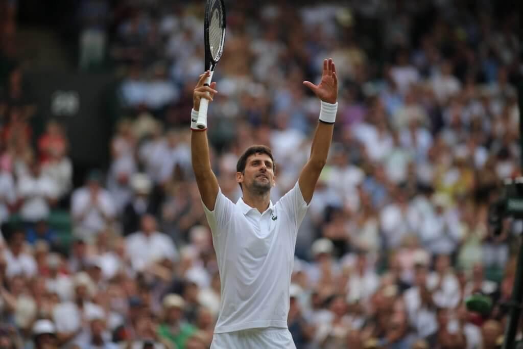 Novak Djokovic jubelt bei Wimbledon und schafft es ins Viertelfinale.