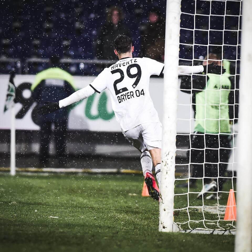 Kai Havertz schießt sein erstes Bundesligator.